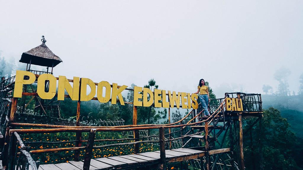 Anjungan di Padang Bunga yang bernama Pondok Edelweis Bali