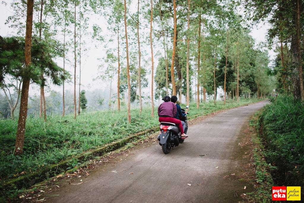 Penduduk sedang melaju menuju Padang Kasna