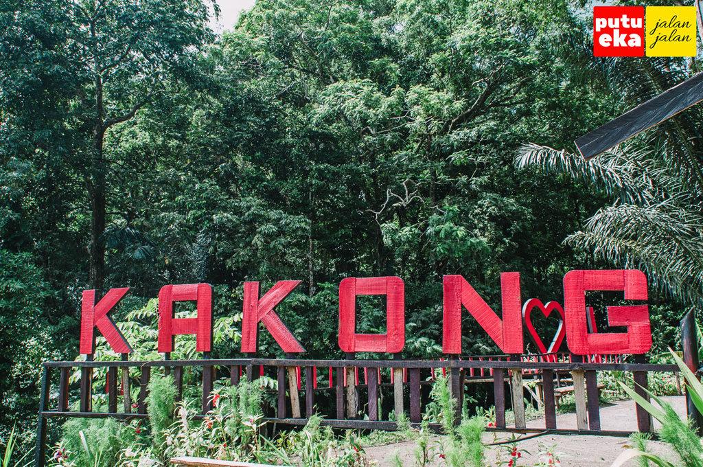 Tulisan Kakong yang terpasang dipagar mirip Hollywood di Amerika