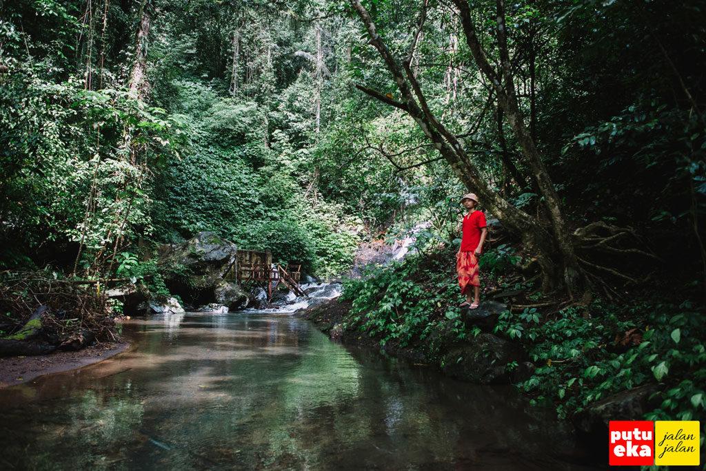 Kolam alami di aliran air Mata Air Medjet Kakong