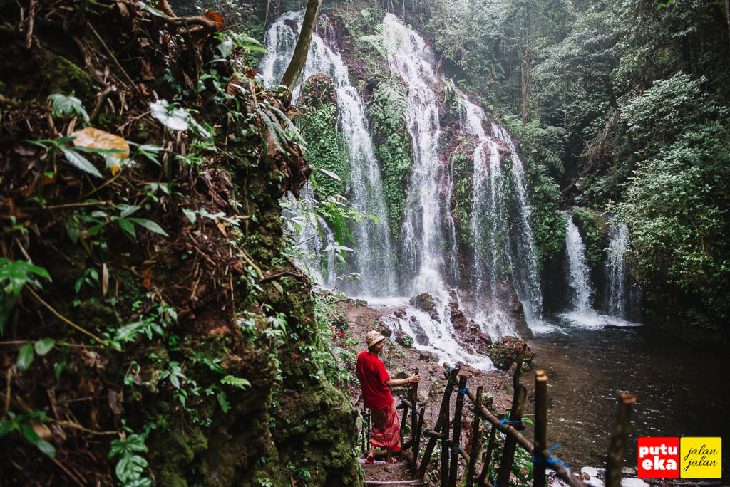 Air Terjun Spray Banyu Wana Amertha dengan multi aliran dari ketinggian