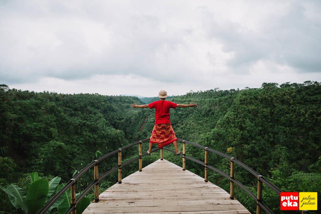 Pemandangan hijau yang keren dari Anjungan Tukad Melangit