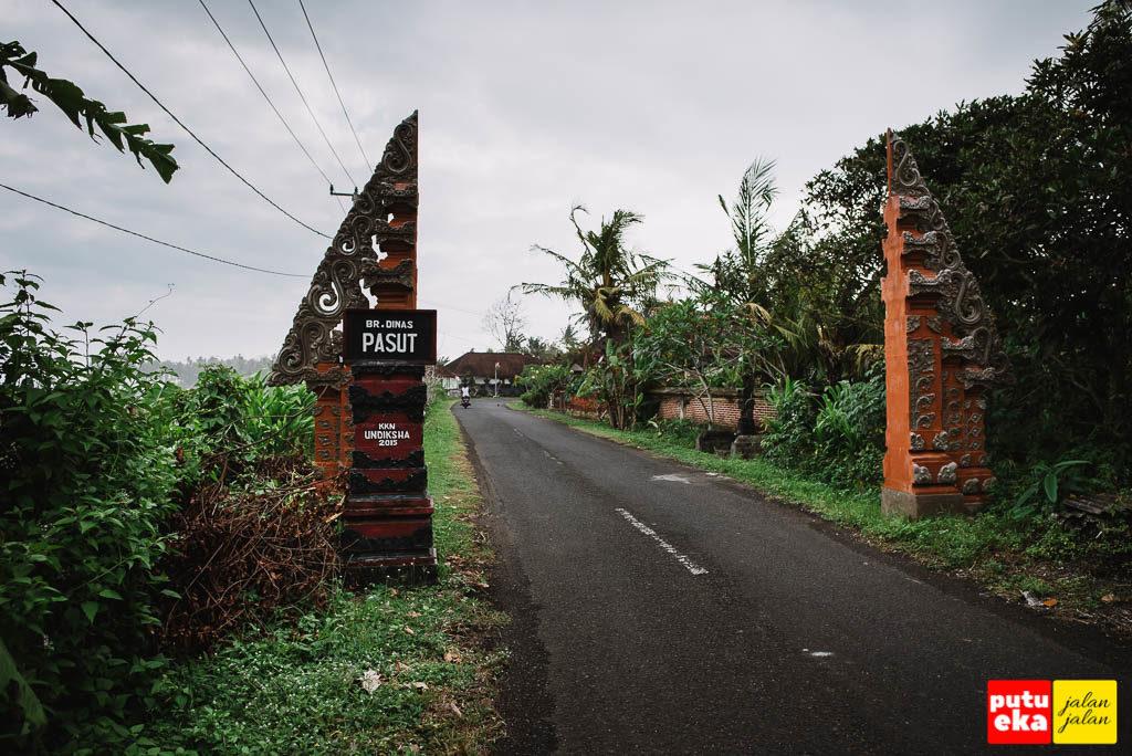 Gapura pembatas wilayah dari Banjar Dinas Pasut