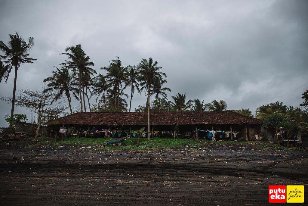 Bangunan tempat para nelayan menyimpan perahu mereka