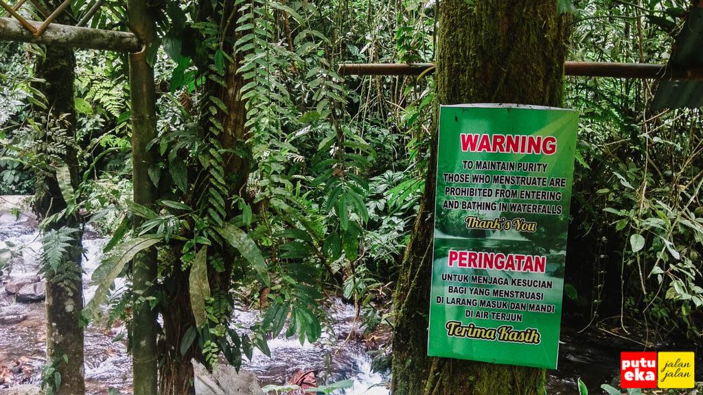 Papan peringatan untuk para pengunjung