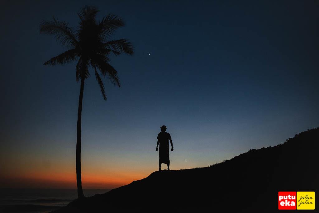 Matahari sudah kembali ke peraduannya di Pantai Tampih