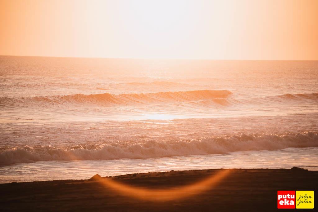Sunset dengan warna keemasannya