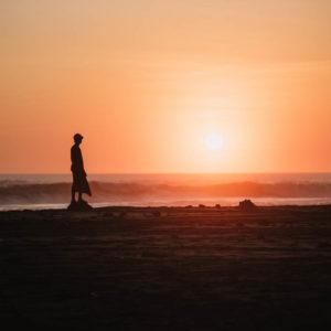 Pantai Tampih Sunset Terbaik Ditemani Nyiur Penyendiri