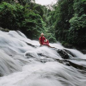 Air Terjun Goa Rang Reng Laksana Kapas ditengah Kehijauan