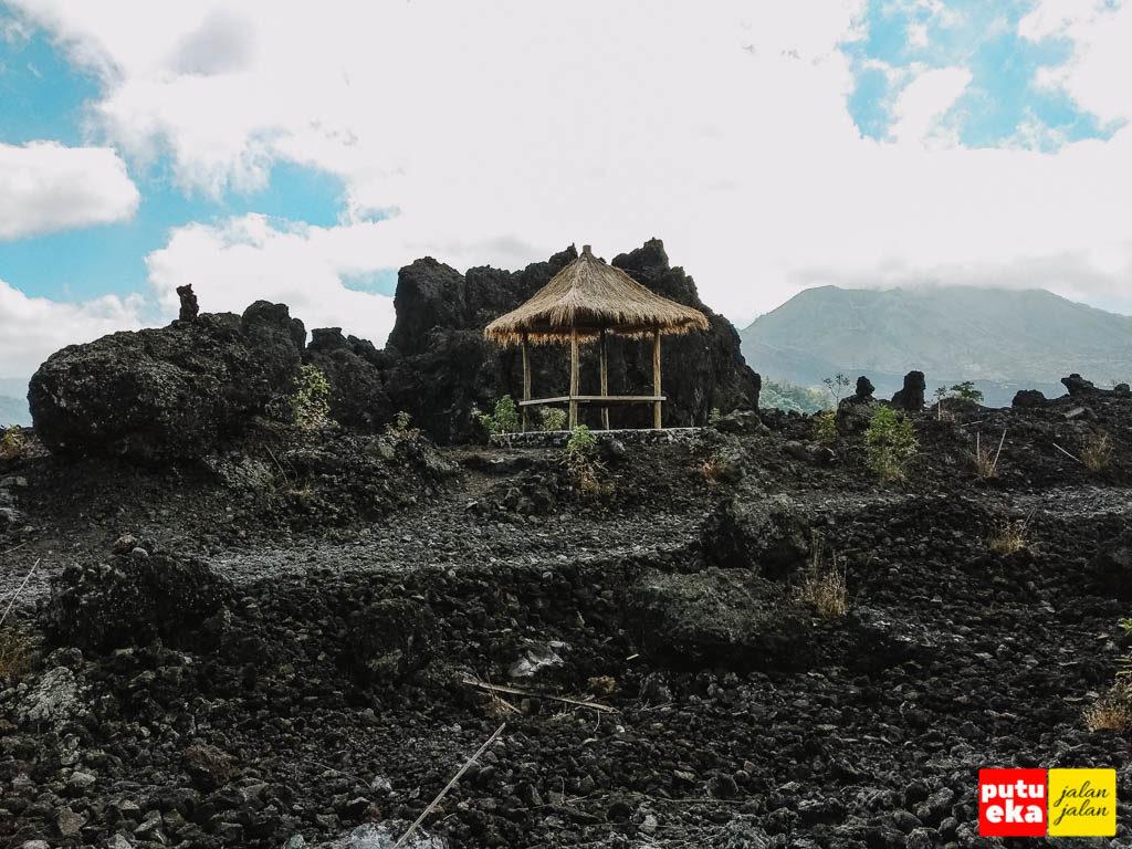 Penambahan gazebo di area Black Lava