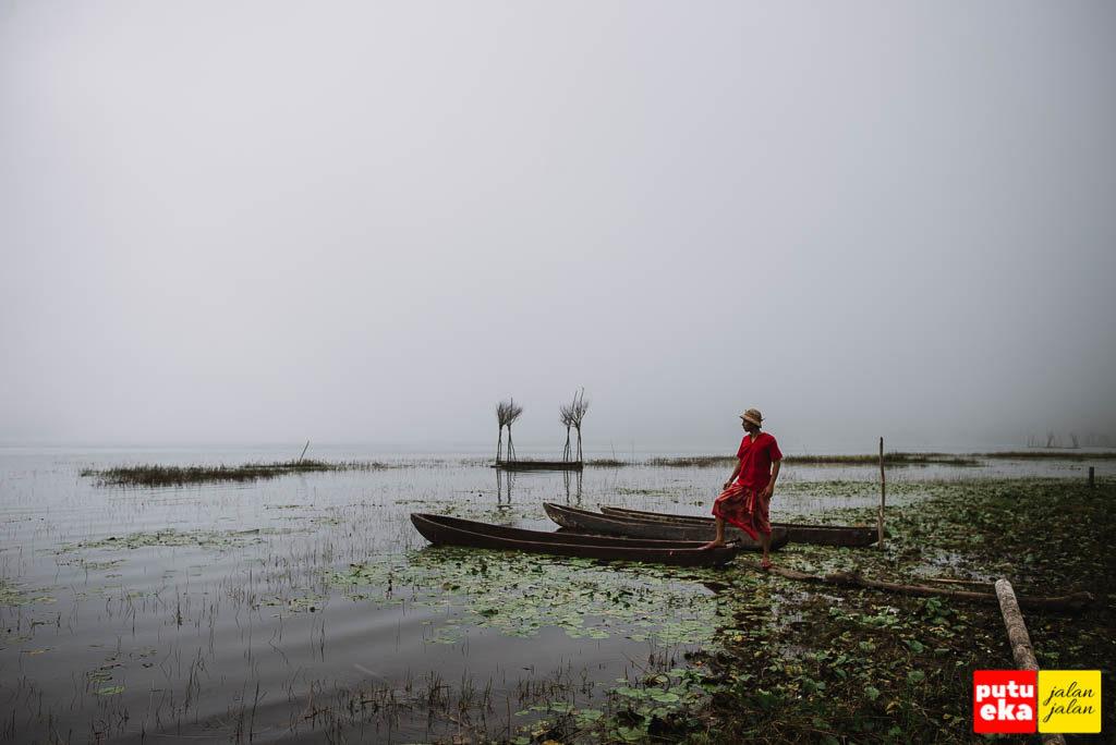 Danau Tamblingan dengan Putu Eka Jalan Jalan mau menaiki perahu tradisional