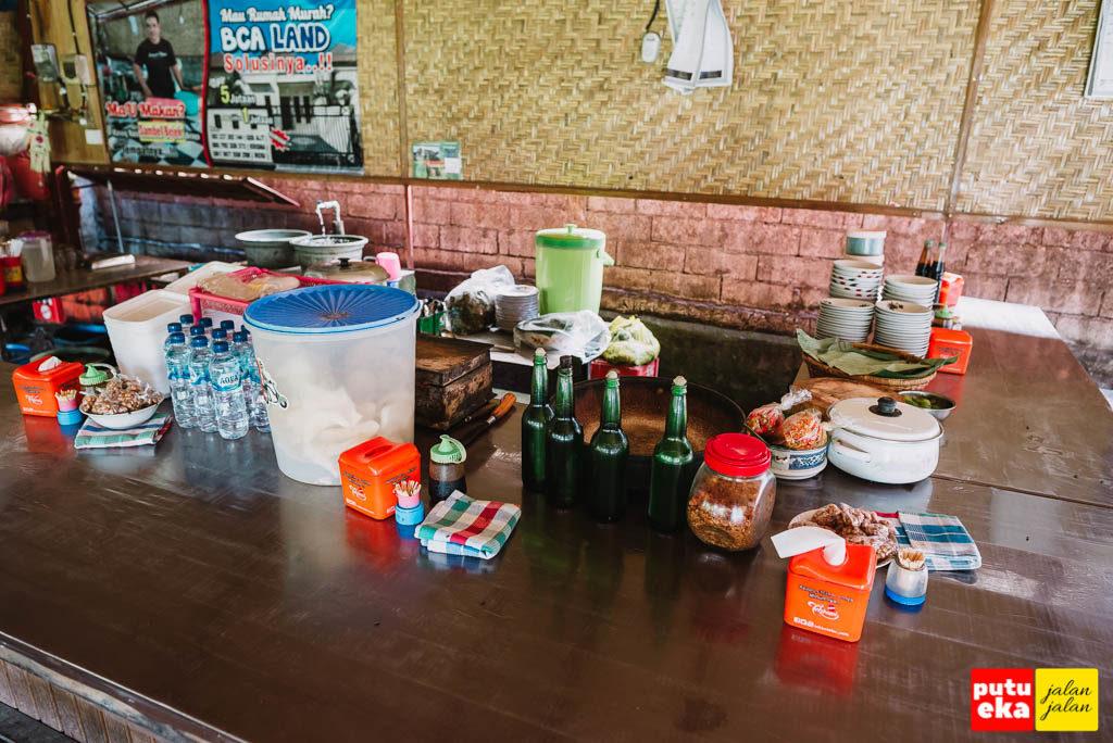 Tempat Pak Winten meracik Sambal Bejek Belayu  makanan khas Bali