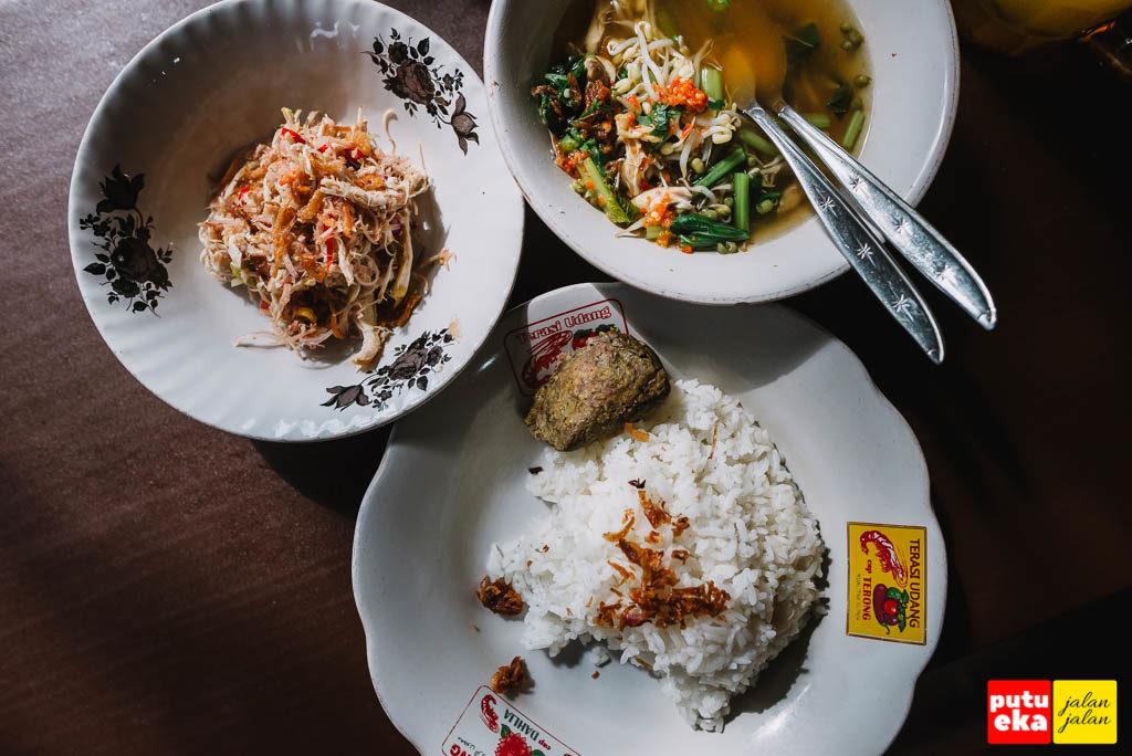 Satu set menu Nasi Sambal Bejek Belayu