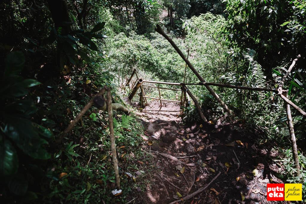 Ujung jalan yang berupa tebing