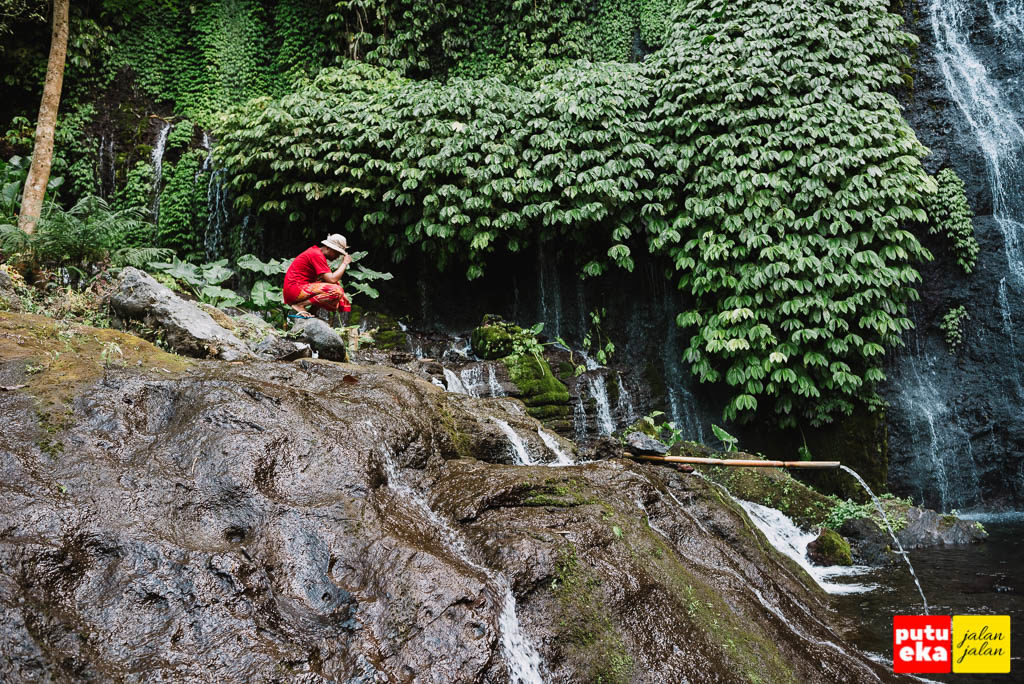 Aliran air disebelah aliran utama Air Terjun Banyumala