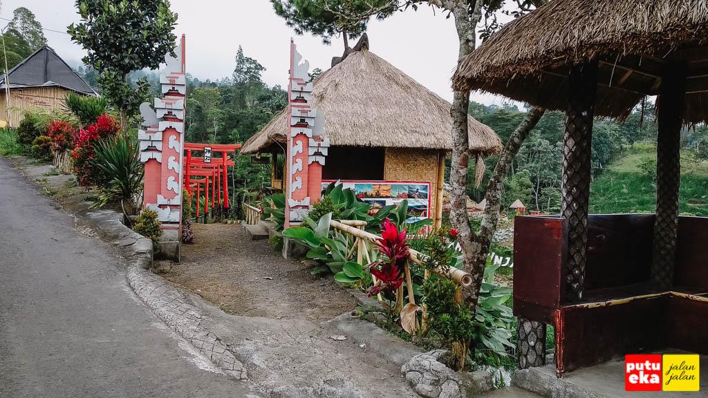 Pintu masuk dengan gapura khas Bali