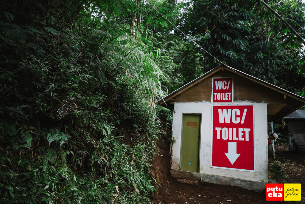Toilet dengan penunjuk nama yang jelas