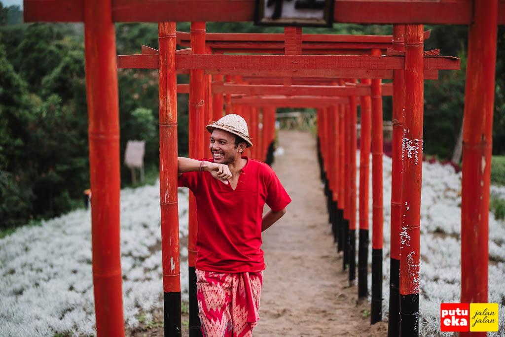 Senyuman manis buat bidadari Taman Jinja Bali