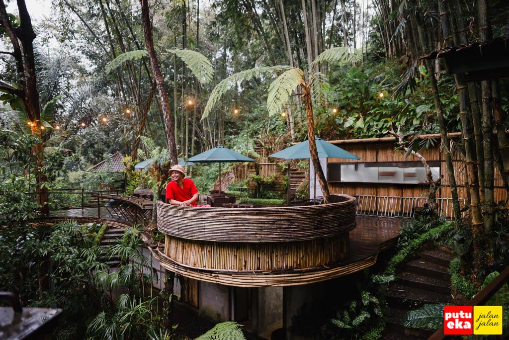 Duduk santai di Semara Ratih Delodsema Village