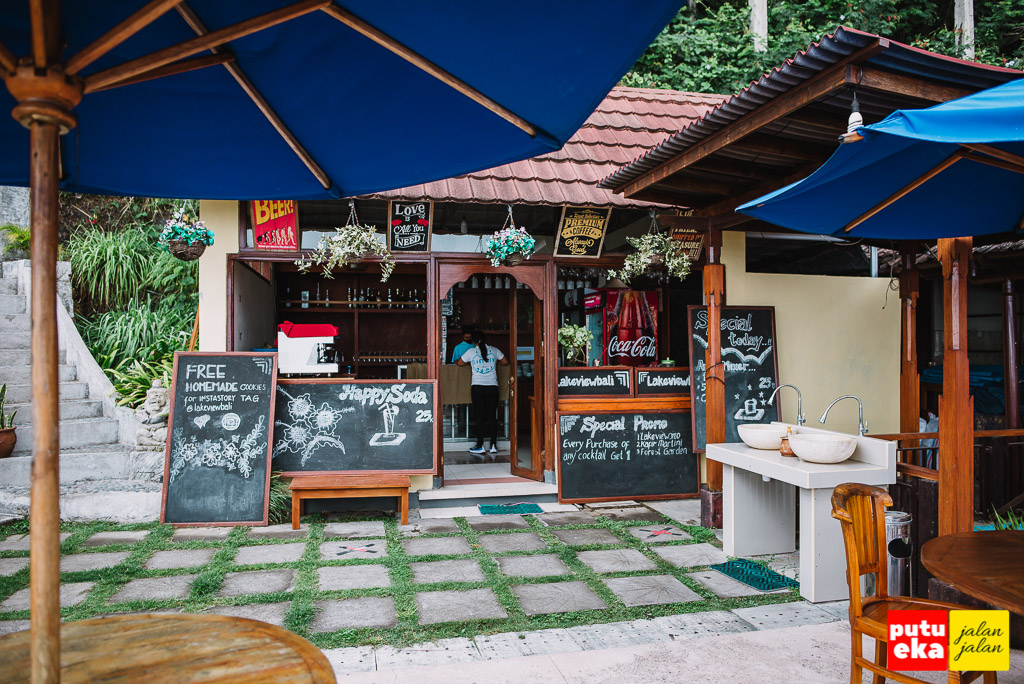 Bagian luar dari restoran Lakeview Hotel Kintamani