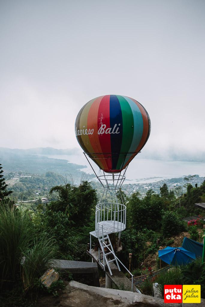 Spot photo kekinian berupa balon udara